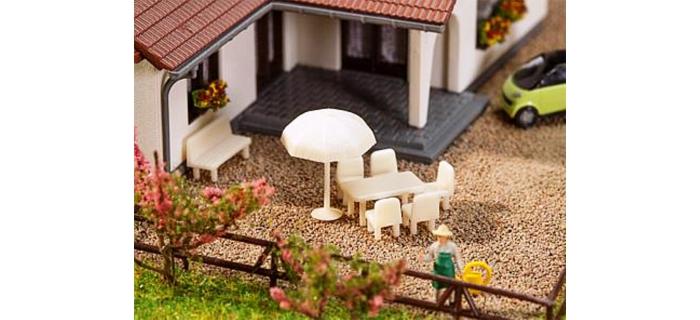 Modélisme ferroviaire :  FALLER F272905 - Tables, chaises et parasols à l'échelle N
