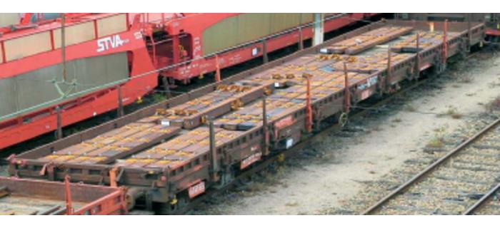 HJ6076 Wagon plat chargé de traverses * train electrique