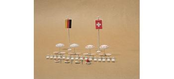 Maquette VOLLMER VOLL5142 - Tables rondes, chaises, parasols et drapeaux